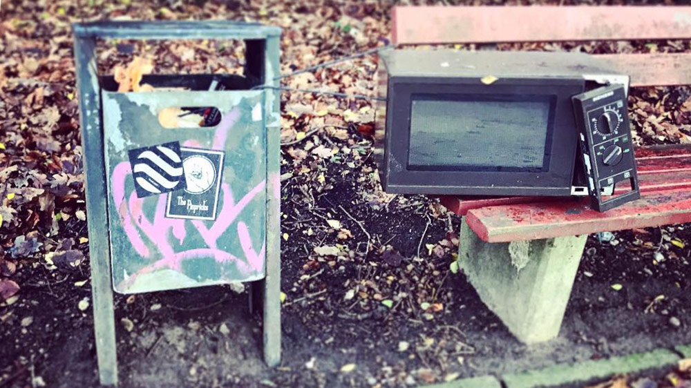 Plogging: Microwave on a park bench